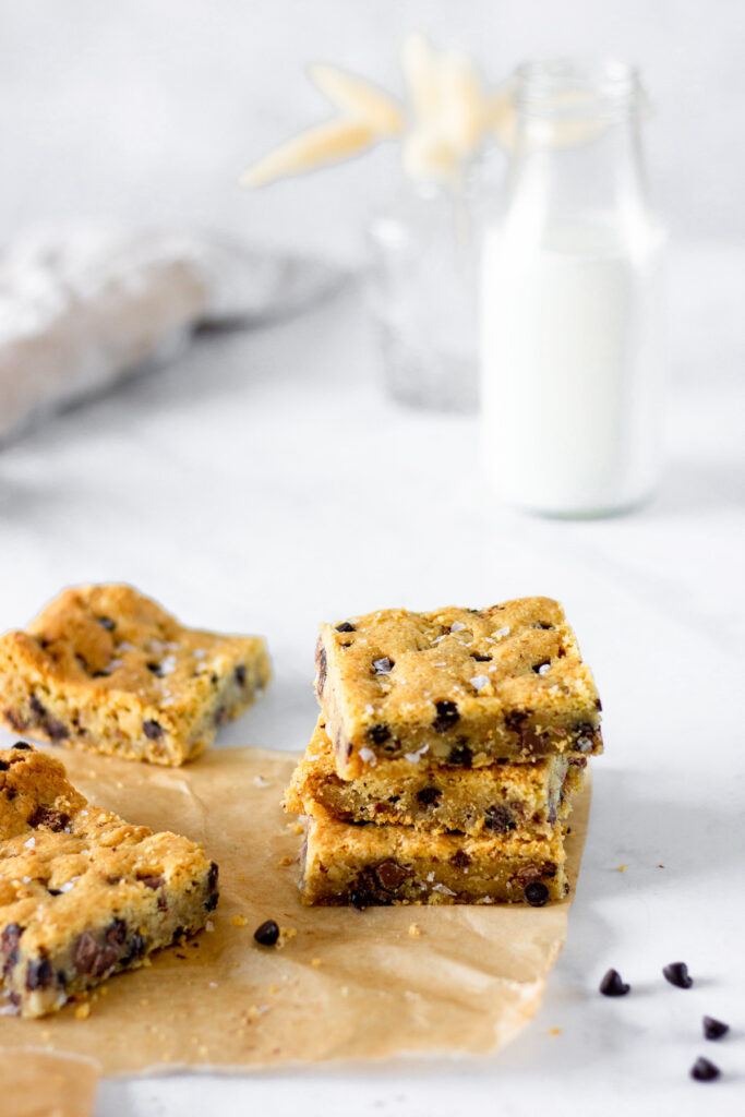 chocolate chip cookie bars with milk