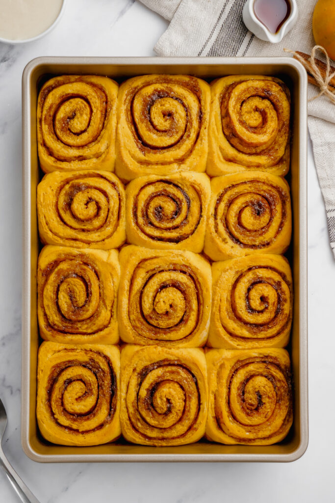 unfrosted cinnamon rolls in a baking pan